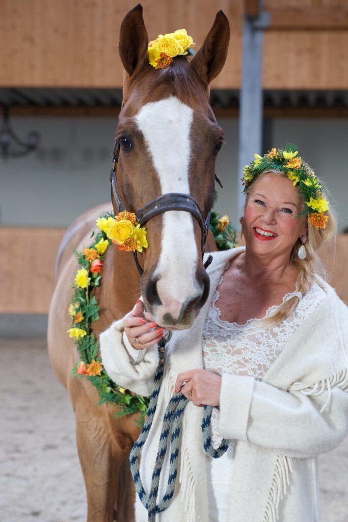 Hanny met paard voor expo Markante Laarders