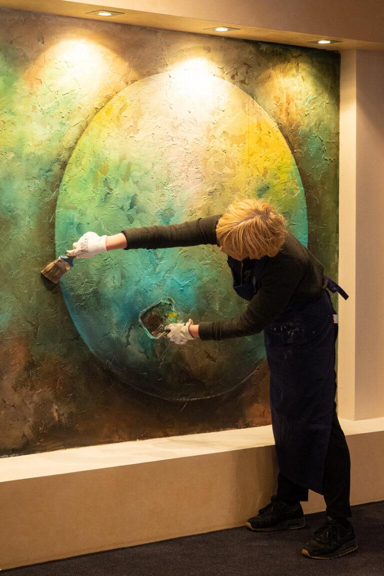 Wandschildering doordebankgenomen expositie in Laren NH